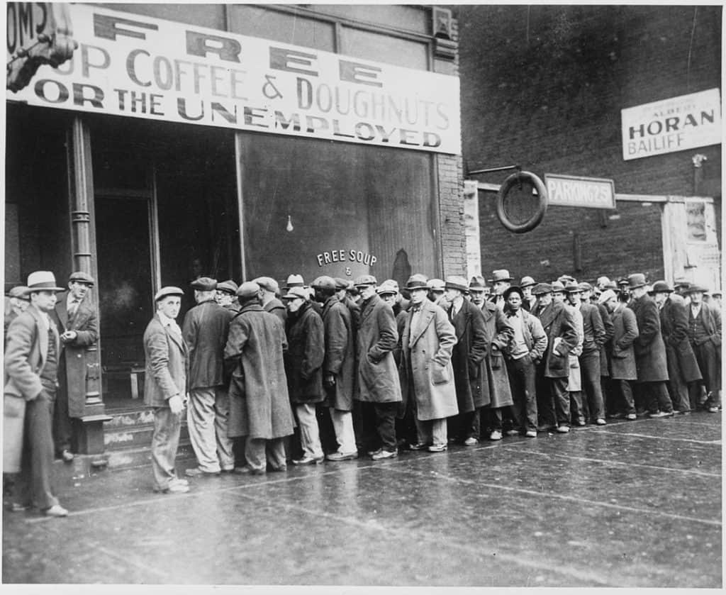 1098px-Unemployed_men_queued_outside_a_depression_soup_kitchen_opened_in_Chicago_by_Al_Capone,_02-1931_-_NARA_-_541927