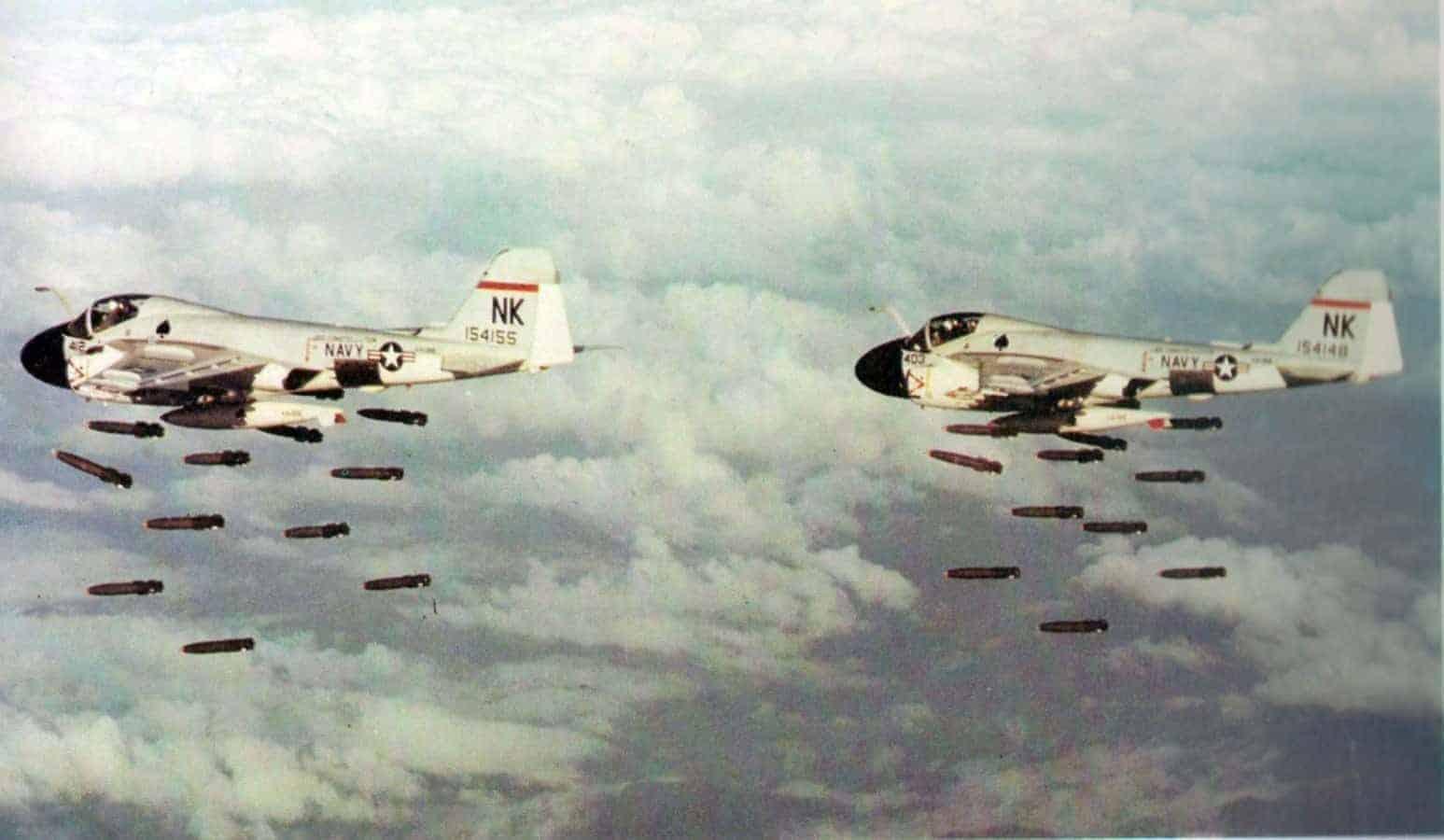 A-6As_VA-196_dropping_Mk_82_bombs_Vietnam
