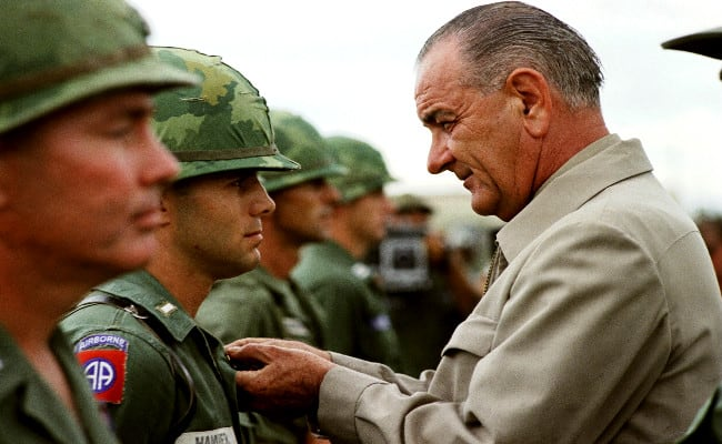 President_Johnson_in_Vietnam