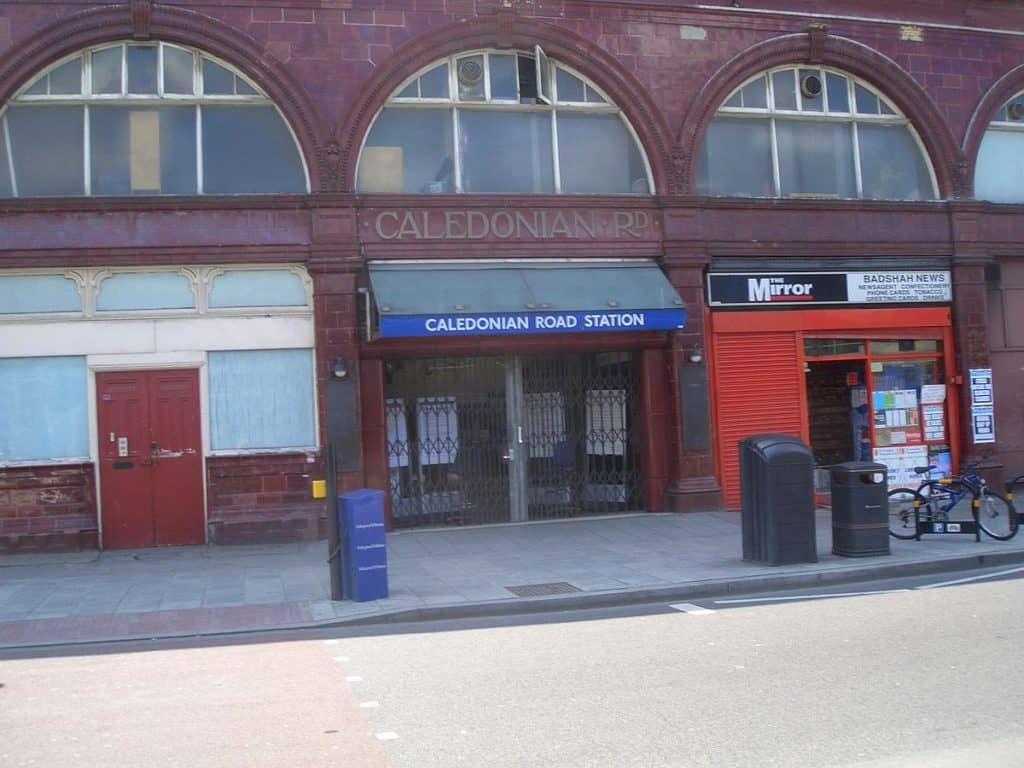 1200px-Caledonian_Road_tube_station_closed