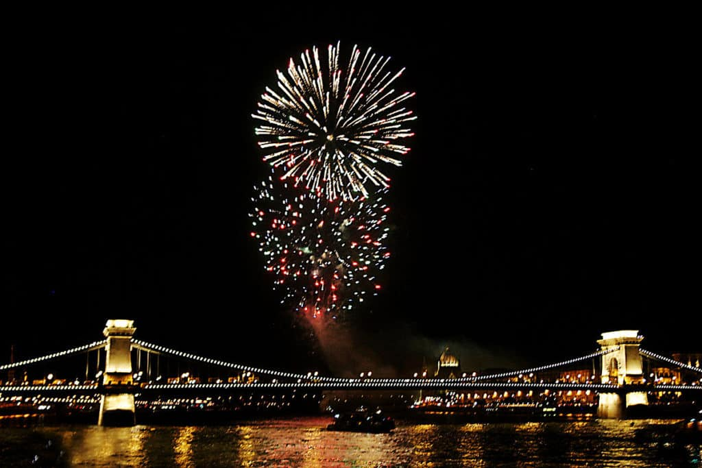 1200px-Fireworks_on_the_Danube_Bastille_Day_2008