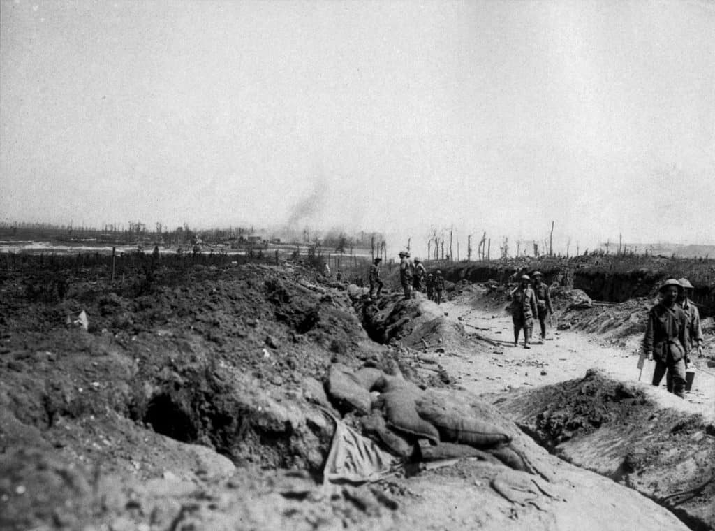 1200px-Road_to_Pozieres_August_1916_(AWM_EZ0084)