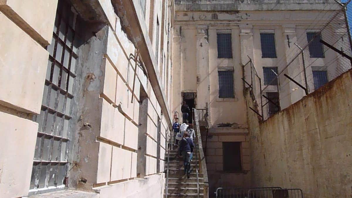 1200px-Exterior_of_the_alcatraz_jailhouse