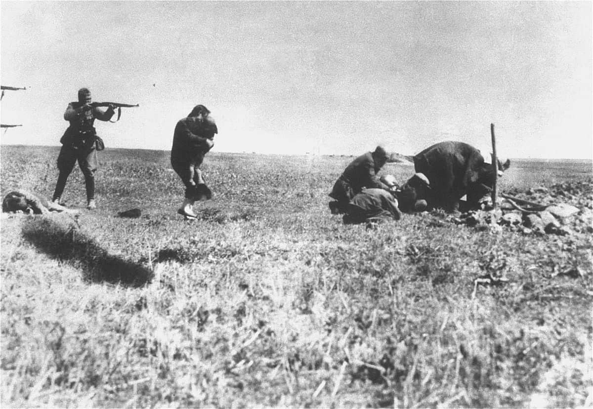 1200px-Jew_Killings_in_Ivangorod_(1942)