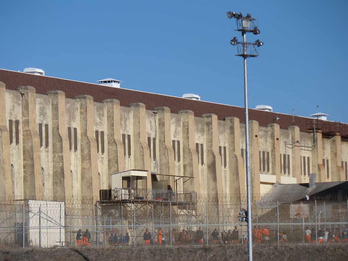 1200px-San-Quentin-Prison-4