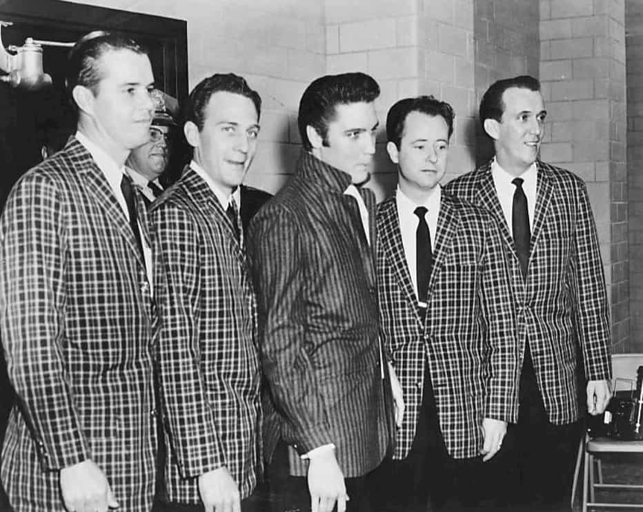 Elvis_Presley_and_the_Jordanaires_1957