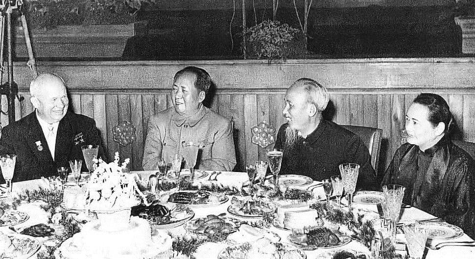 Nikita_Khrushchev,_Mao_Zedong,_Ho_Chi_Minh_and_Soong_Ching-ling