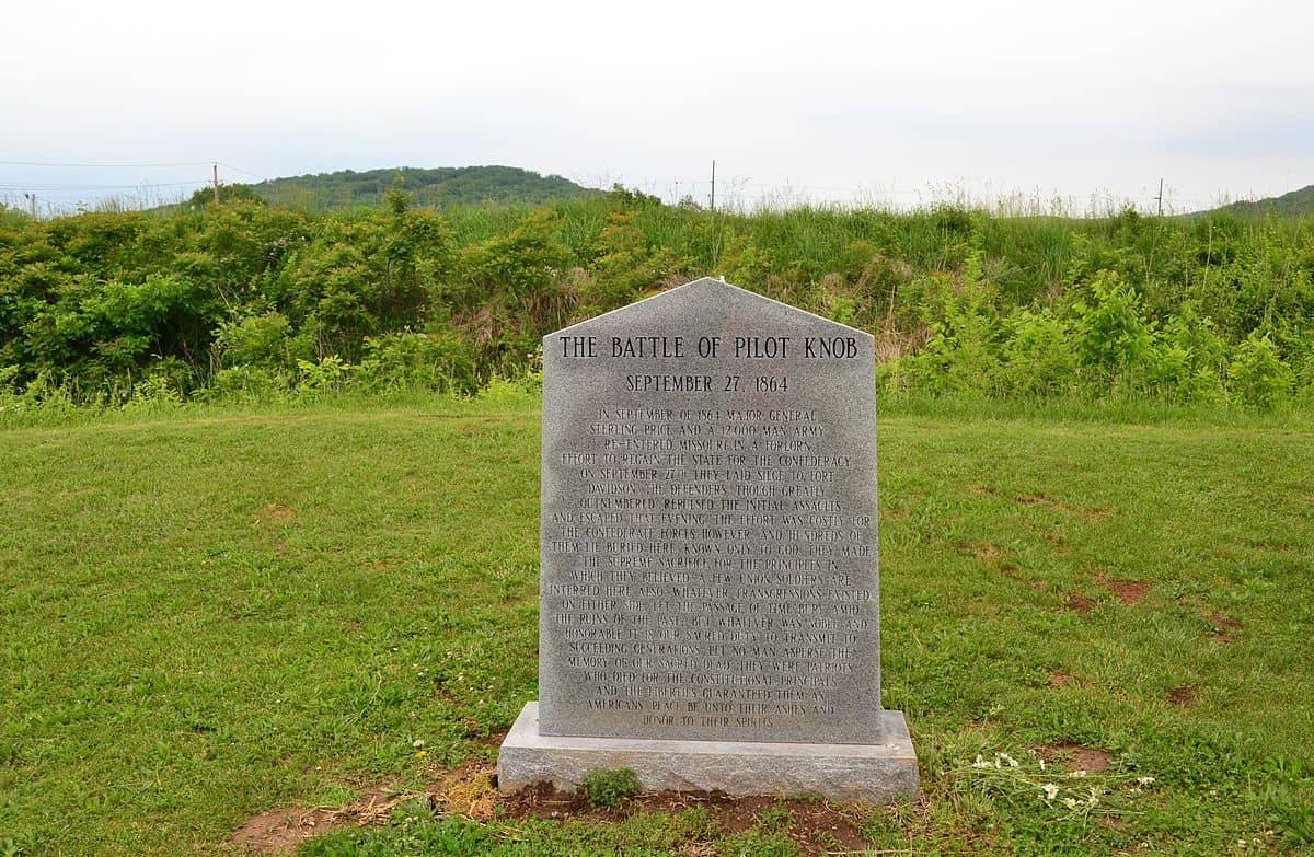 1200px-ft_davidson_memorial_monument-20140524-094