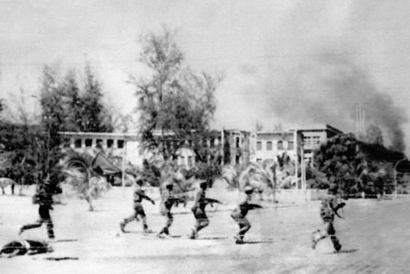 Vietnamese troops enter Cambodia