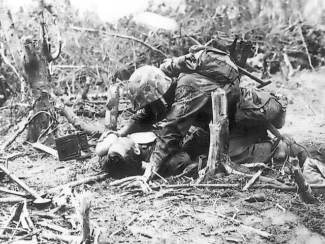 wounded_marine_on_peleliu
