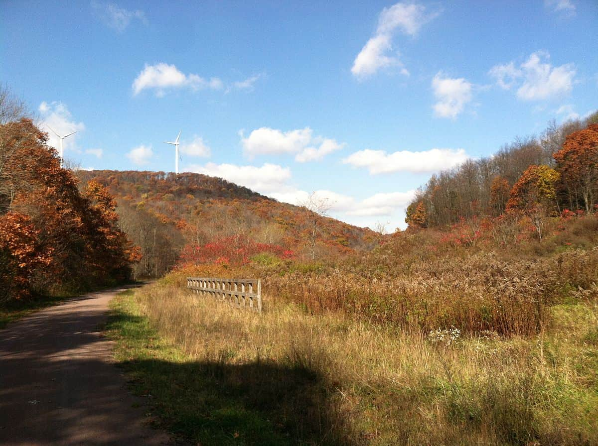 1200px-The_great_allegheny_passage_in_fall_view_of_wind_turbines
