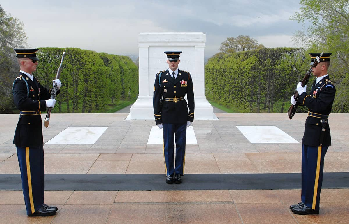 1200px-Tomb_of_the_Unknown_Soldiers