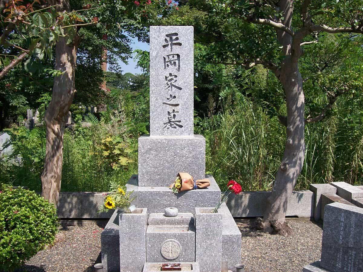 1200px-Grave_of_Yukio_Mishima