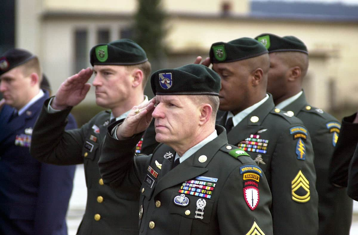 1200px-US_Army_Green_Berets_DF-SD-02-02957