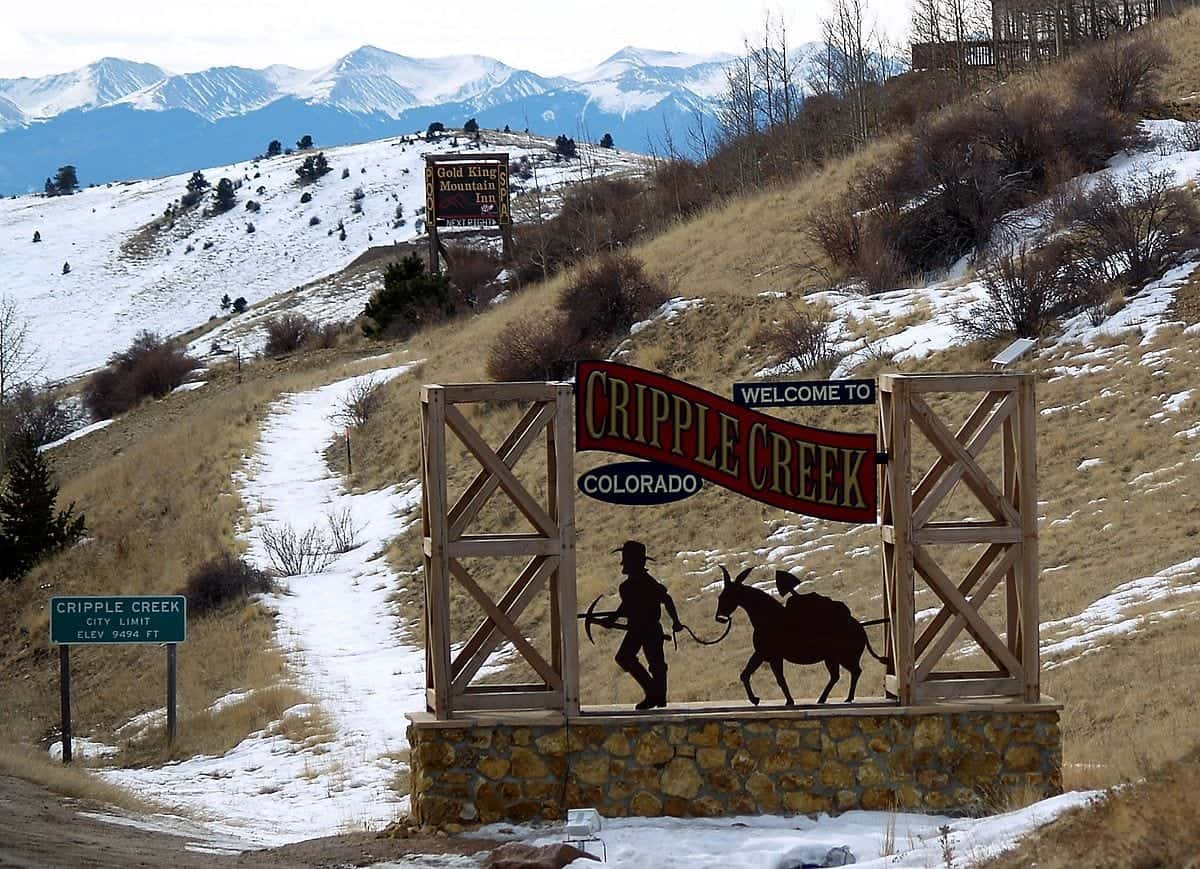 1200px-Welcome_to_Cripple_Creek_Colorado
