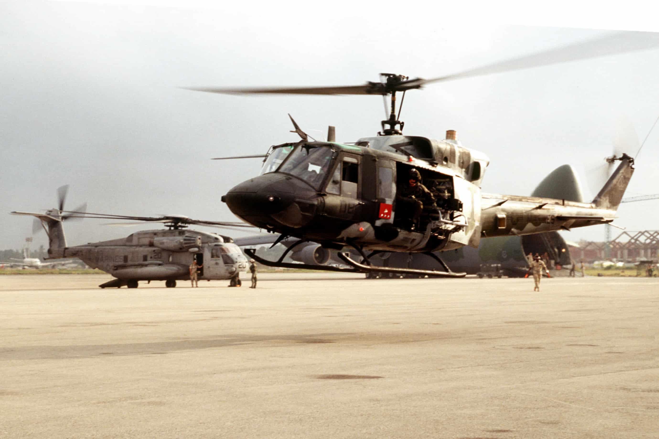 UH-1N_US_Marines_in_Mombasa_1995