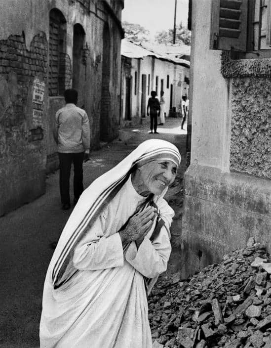 25 Photographs Of Mother Teresa And Her Cult Of Suffering