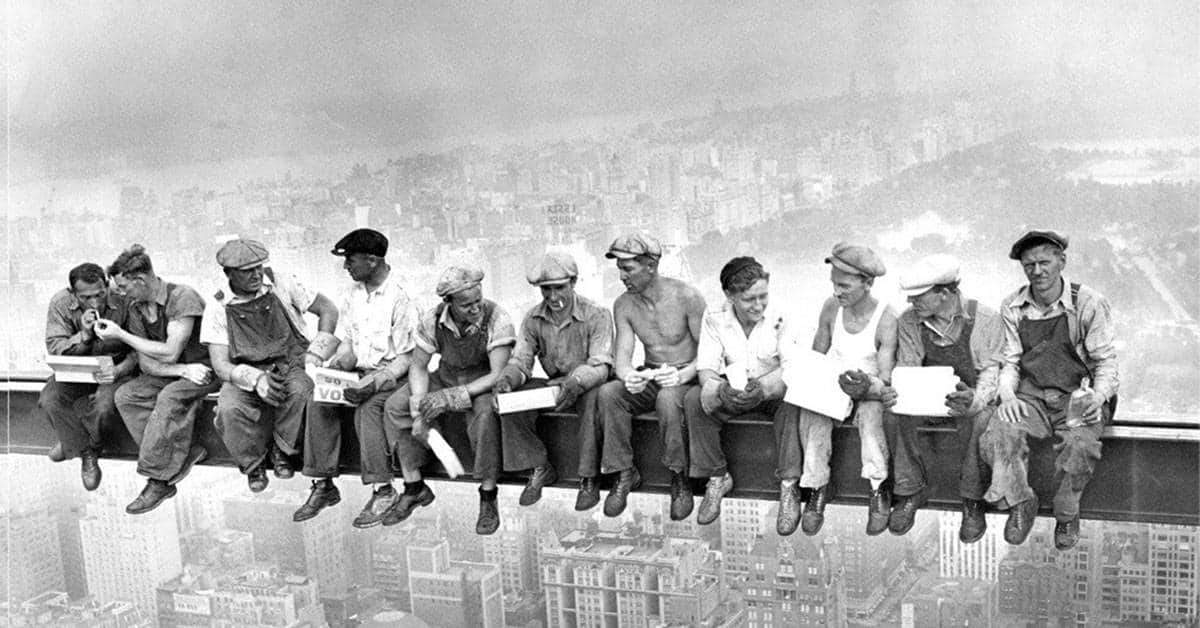 20 incredible photos of the construction of the empire state building. Black Bedroom Furniture Sets. Home Design Ideas