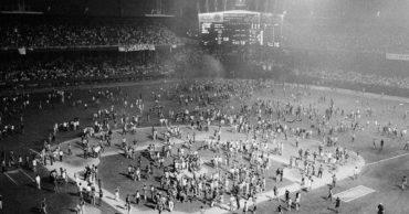 20 Photos of Chicago's Infamous Disco Demolition Night