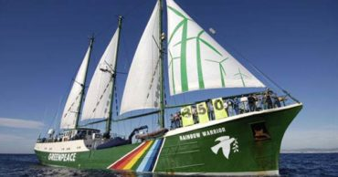 20 Photographs of the 1985 Sinking of the Rainbow Warrior