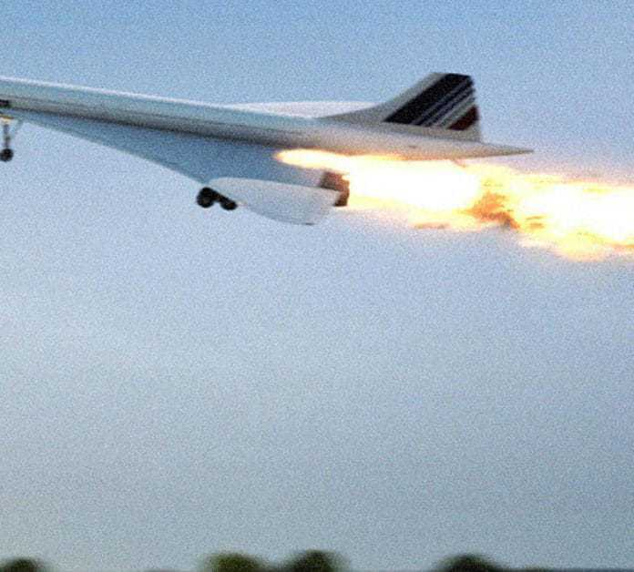 25 Images Of The Disastrous Concorde Crash Of 2000