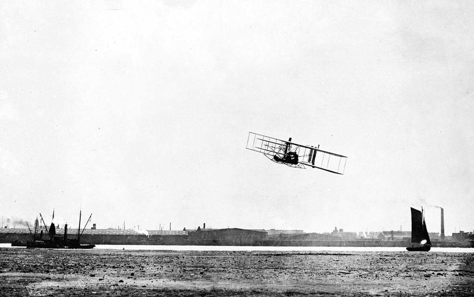 Wright Brothers Flight with 23 photos of the wright brothers' flights