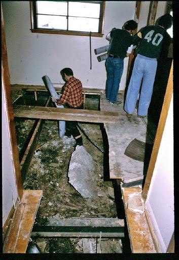 25 Photos Of The Investigation Into The Killer Clown John